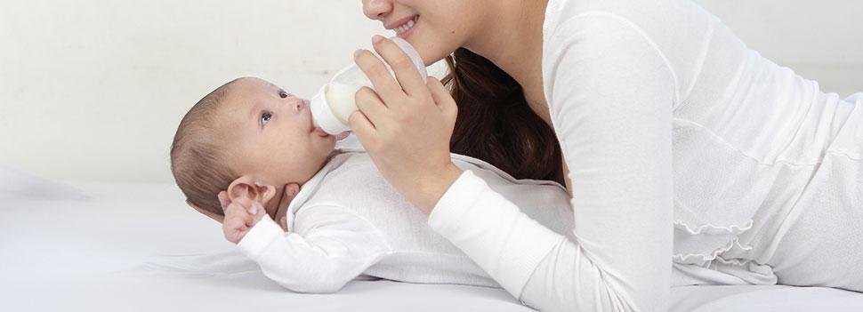 赤ちゃんのミルクの量の目安とミルクの期間